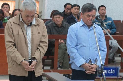 Khách hàng dự án giãn dân phố cổ vỗ tay sau phán quyết của tòa