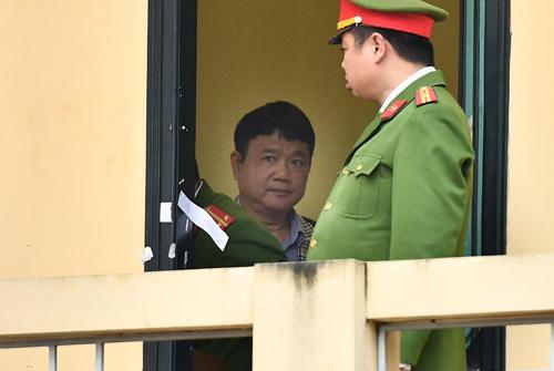 Ông Đinh La Thăng trước giờ mở phiên tòa. Ảnh: Giang Huy