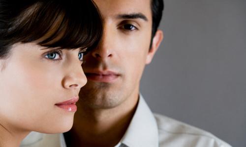 Muốn ở cạnh tình cũ khi cô ấy không hạnh phúc bên chồng
