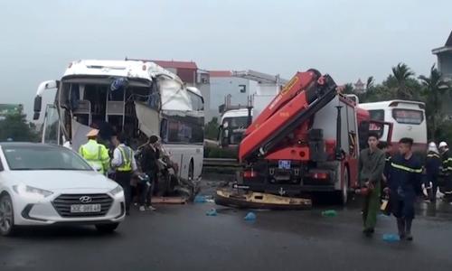 Xe khách đâm xe cứu hỏa đi ngược chiều - hậu quả nhãn tiền