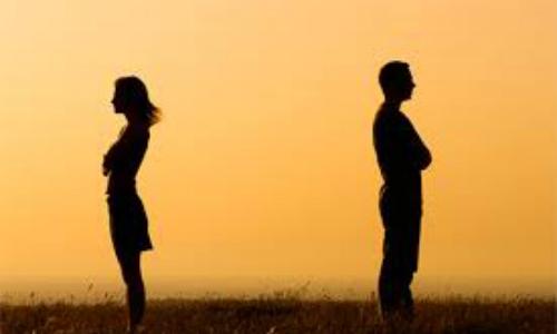 Chưa ly hôn vợ nên tôi chẳng biết sao để giữ được người yêu