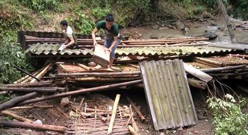 Hơn 60 ngôi nhà ở Thanh Hóa tốc mái sau trận lốc xoáy