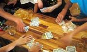Bố tôi đã sai lầm khi lần nào cũng trả nợ cờ bạc giùm em trai ông