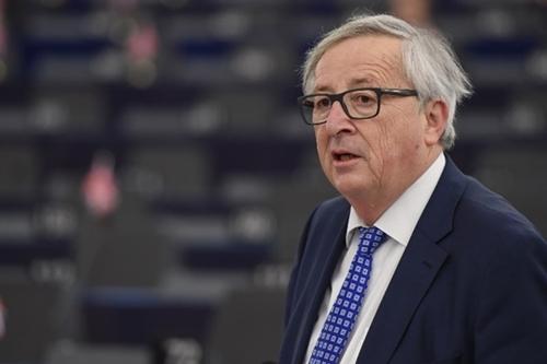Chủ tịch Ủy ban châu Âu hứng chỉ trích vì thư chúc mừng Putin