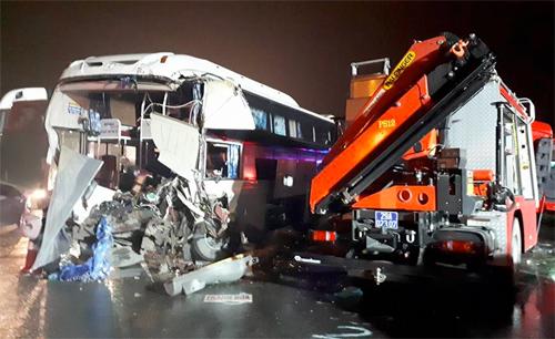 Tài xế ôtô khách đâm xe cứu hỏa: 'Nếu đánh lái, thương vong sẽ cao hơn'