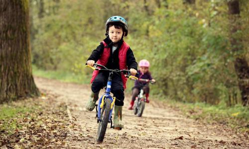 Khi được trao cơ hội, ngay cả trẻ nhỏ cũng thể hiện khả năng quản lý rủi ro. Ảnh: Flickr Open