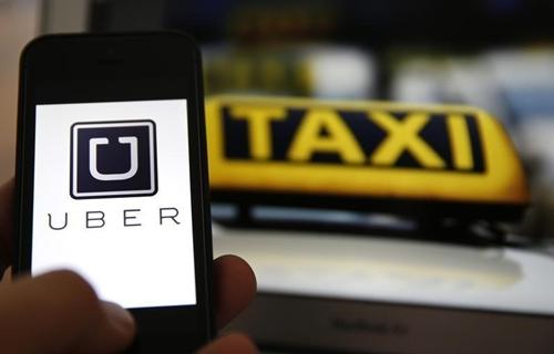 Bộ Giao thông đang soạn thảo các quy định quản lý xe Uber, Grab giống loại hình taxi.