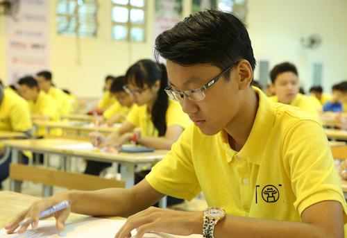 Học sinh làm bài thi Toán quốc tế. Ảnh: Lan Hạ.