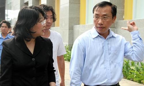 Phó chủ tịch nước thăm cư dân Carina Plaza bị hỏa hoạn