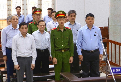 Các bị cáo tại phiên toà ngày 24/3. Ảnh: TTXVN