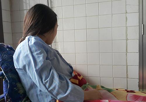 Phan Thị Hiên trên giường bệnh sáng 25/3.Ảnh: Nguyễn Hải.