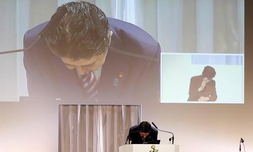 Thủ tướng Nhật cúi đầu xin lỗi vì bê bối của vợ