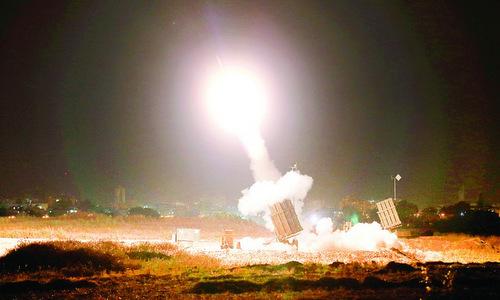 """Lá chắn """"Vòm sắt"""" Israel khai hỏa vì tiếng súng máy tại Gaza"""