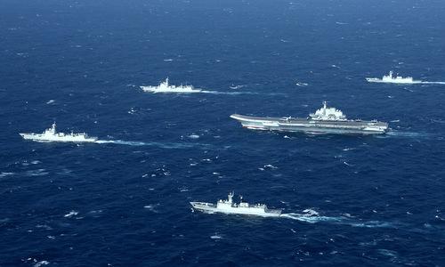 Tàu sân bay Liêu Ninh cùng 40 chiến hạm hộ tống di chuyển trên Biển Đông
