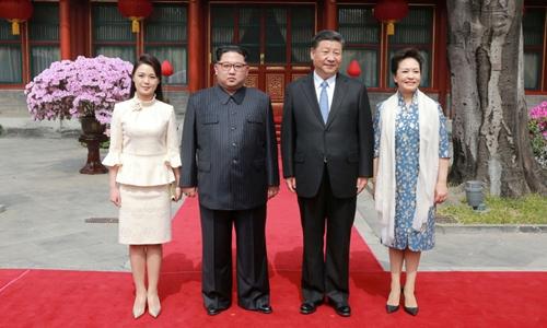 Vợ chồng lãnh đạo Triều Tiên Kim Jong-un và vợ chồng Chủ tịch Trung Quốc Tập Cận Bình tại Bắc Kinh. Ảnh: KCNA.