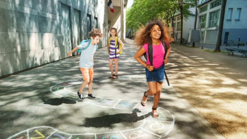 Thay đổi về độ tuổi bắt buộc đến trường sẽ chỉ ảnh hưởng đến một bộ phận nhỏ trẻ em ở Pháp. Ảnh: Getty Images