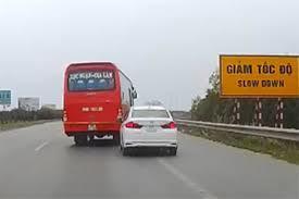 Đánh võng trên cao tốc, tài xế xe khách bị tước giấy phép 3 tháng