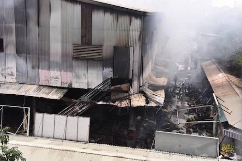 Hiện trường vụ cháy chợ Quang. Ảnh: Giang Huy