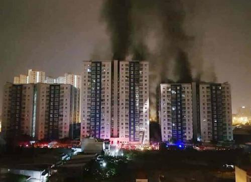 Từ 15/4, với các cơ sở có nguy cơ cháy nổ cao như các khu chung cư bắt buộc phải mua bảo hiểm cháy nổ với toàn bộ tài sản.Ảnh minh hoạ: Tạ Quang Huân