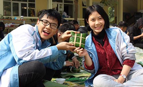 Bá Ninh (trái) còn tham gia rất nhiều hoạt động ngoại khoá nhằm tích luỹ kỹ năng sống. Ảnh: FBNV.