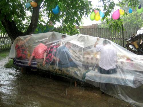 Ăn chơi không sợ mưa rơi là đây chứ đâu.