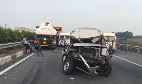 Khói dày đặc vào không giữ đủ khoảng cách an toàn đã gây ra vụ tai nạn liên hoàn trên đường cao tốc.
