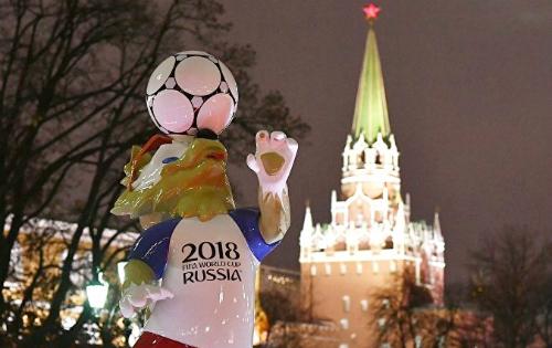 Biểu tượng của World Cup 2018 Nga tại quảng trường Manezhnaya ở Moscow. Ảnh: Sputnik.