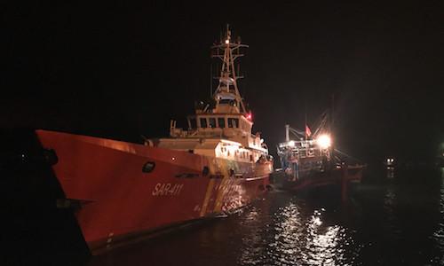 Hai tàu cá Nghệ An bị tàu không rõ quốc tịch va chìm