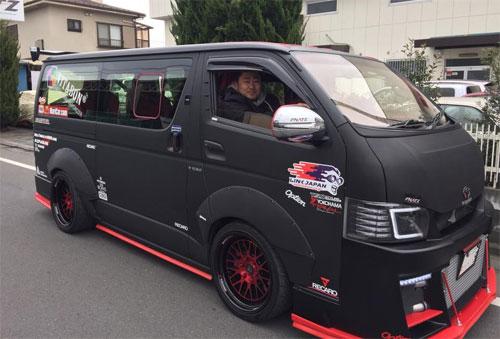 Chủ nhân mẫu van độ động cơ siêu xe GT-R từng đưa Hiace tới giới thiệu ở triển lãm Tokyo hồi đầu năm. Ảnh: Facebook.