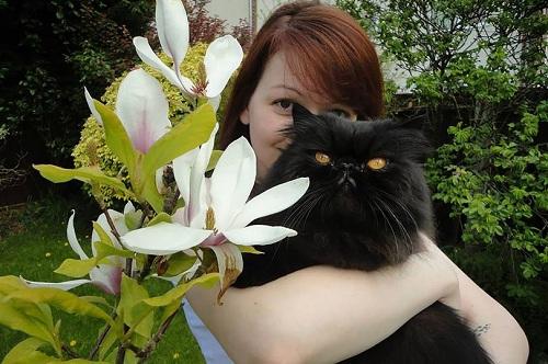 Yulia Skripal bế thú cưng. Ảnh: Mirror.