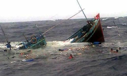 Sáu người trên tàu cá bị chìm được cứu