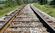 Tại sao đường ray tàu có lớp đá bên dưới?
