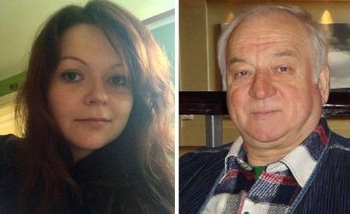 Yulia (trái) đã ra viện hôm thứ hai đầu tuần, nhưng bố cô vẫn đang ốm nặng. Ảnh: BBC.