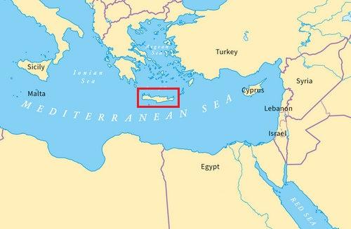 Đảo Crete nằm cách Syria khoảng 900 km về phía tây. Đồ họa: