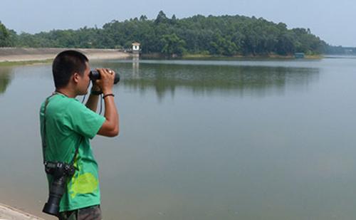Anh Nguyễn Tài Thắng thường xuyên ở hồ theo dõi hồ Gươm. Ảnh: ATP.