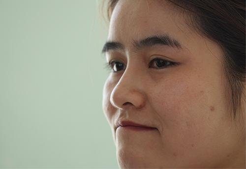 Chị Khánh Ly rơm rớm chia sẻ lại khoảng khắc được giải cứu. Ảnh: Duy Trần