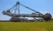 Cỗ máy xúc 4.000 tấn bị bỏ hoang trên cánh đồng Đức