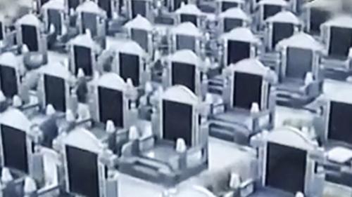 Hàng chục nghìn ngôi mộ cho người sống ở làng quê Trung Quốc - ảnh 1
