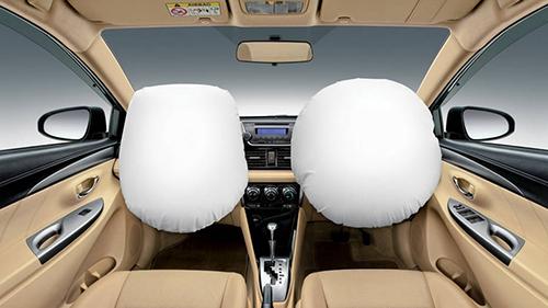 Túi khí và các trang bị an toàn là điều ưu tiên khi mua xe. Ảnh: Autoweek.