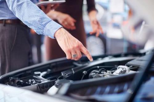 Tiền bảo dưỡng xe hơi cũng là khoản cần lưu ý đối với khách hàng. Ảnh: Usnews.