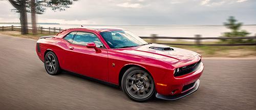 Một mẫu xe thể thao mạnh mẽ không thể đi đôi với tiết kiệm nhiên liệu như sedan. Ảnh: Dodge.