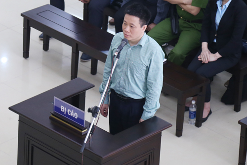 Ông Hà Văn Thắm trong phiên phúc thẩm ngày 18/4. Ảnh: Phạm Dự