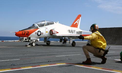 Quy trình huấn luyện quân sự giúp nữ phi công Mỹ cứu máy bay nổ động cơ