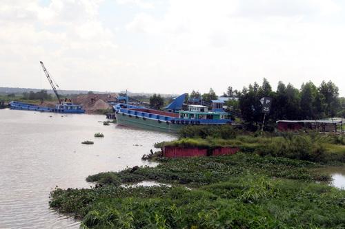 Bến thủy nội địa công ty Cường Hưng được bà Thanh cấp phép trái với chức năng nhiệm vụ. Ảnh: Phước Tuấn