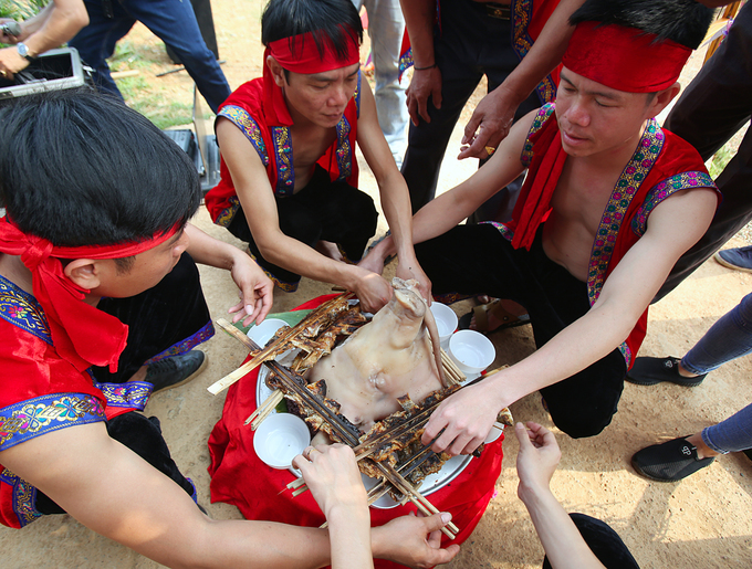 Nghi lễ tạ ơn thầy mo bị mai một của người Thái