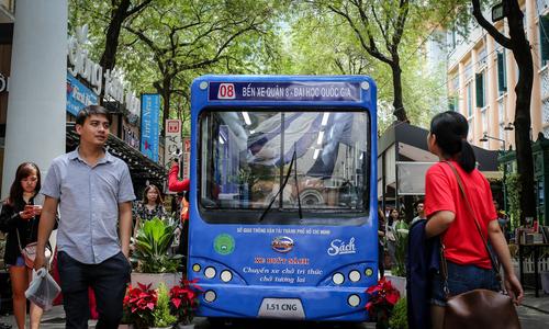 Người Sài Gòn trải nghiệm mô hình xe buýt sách