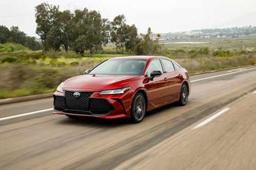 Avalon thế hệ mới là mẫu xe đầu tiên của Toyota tích hợp công nghệ kết nối Apple CarPlay. Ảnh: Thenewswheel.