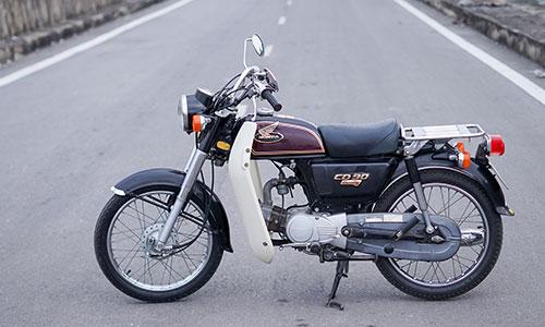 Honda Benly CD90 đời 1996 độ về nguyên bản. Ảnh: Lương Dũng.