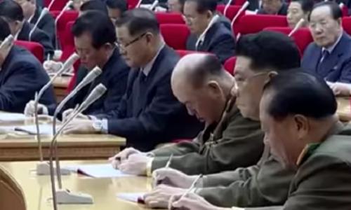 Tướng Triều Tiên trông như ngủ gật trong cuộc họp do Kim Jong-un chủ trì, nếu thật thì hình phạt rất khắc nghiệt