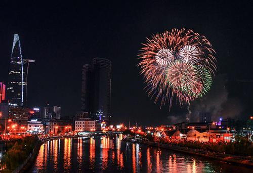 TP HCM sẽ bắn pháo hoa tại hầm sông Sài Gòn và Công viên văn hóa Đầm Sen. Ảnh: Duy Trần